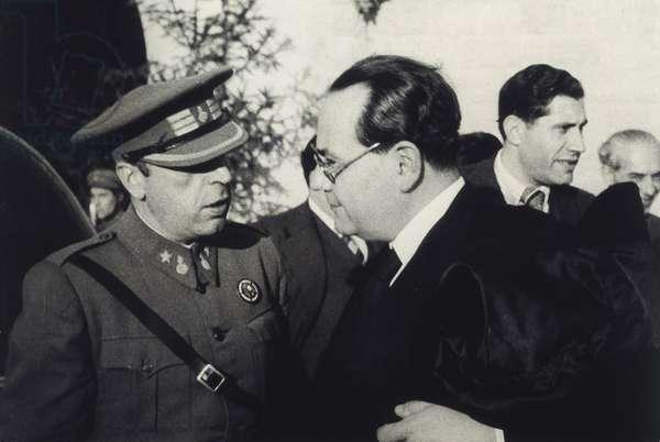 Spanish Civil War (1936-1939): meeting between Prime Minister Juan Negrin Lopez (1892-1956) and War Secretary Antonio Cordon (1895-1965). Photography 1938