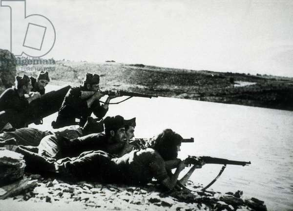 Spanish Civil War: View of the Battle of the Ebro between July 25 and November 16, 1938 (b/w photo)