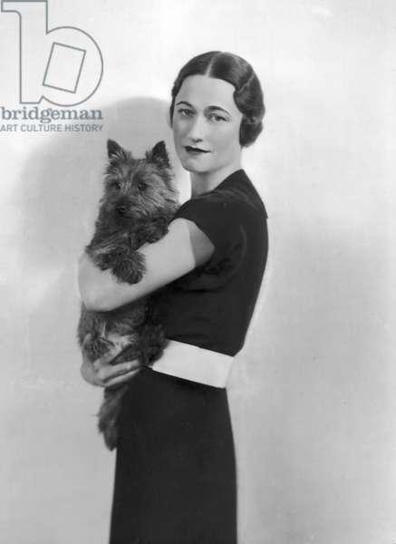 Wallis Simpson with her dog, 1935 (b/w photo)