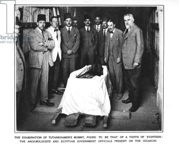 The archaeologists and Egyptian government officials at the examination of Tutankhamun's mummy (b/w photo)