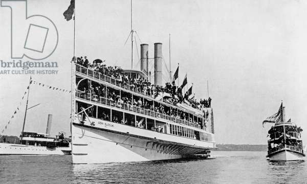 The 'General Slocum' as she started up the East River at 9am, 15th June 1904 (b/w photo)