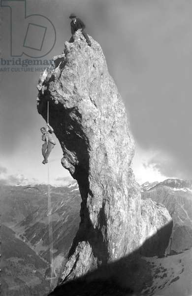 Two climbers in the mountains. Photography years 1910-1920.