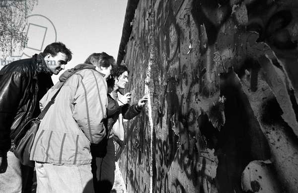 Reunification of Germany, Fall of the Berlin Wall, Germany, 1989: destruction of the wall in West Berlin. Photography