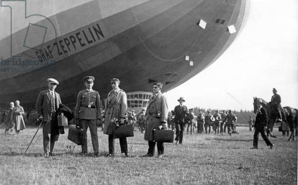 Military aviation: Zeppelin of the German army. Photograph around 1920
