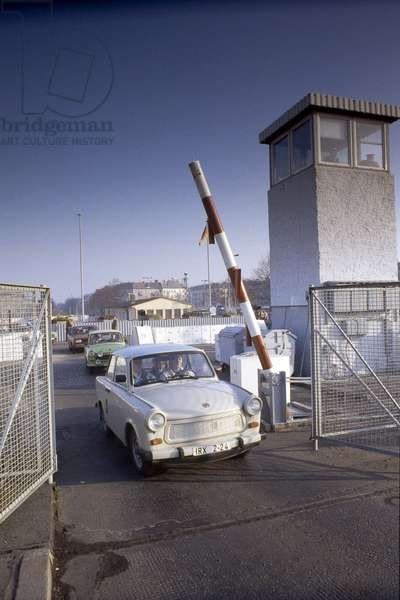 Fall of the Berlin Wall: a vehicle (Trabant) from East Berlin crosses the control point of the Bornholmer Bruecke bridge shortly after the fall of the Wall, Berlin, Germany. 1990 Fall of the Berlin wall, people from East Berlin crossing the inspection point at Bornholmer Bruecke bridge, Berlin, Germany, Europe Photo Norbert Michalke