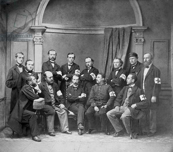 German Red Cross (Red Cross) doctors and medical assistants. 1880 approx. Historic photograph, Rotes Kreuz, Red Cross, paramedics, around 1880
