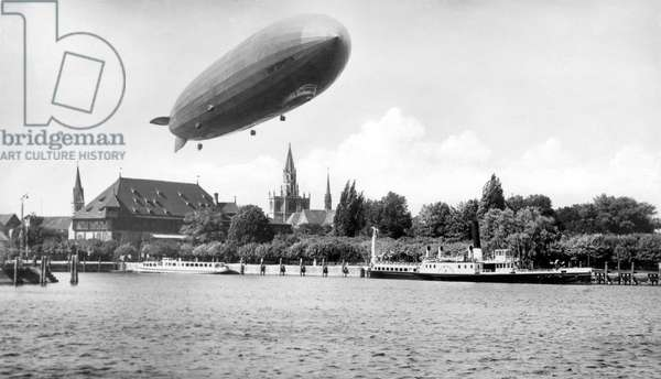 Military aviation: German zeppelin. Photograph around 1925