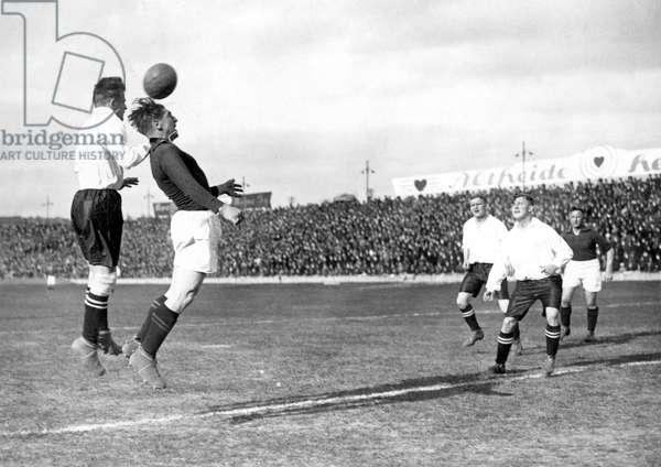 Sport, Footballer: football match. Photography around 1920