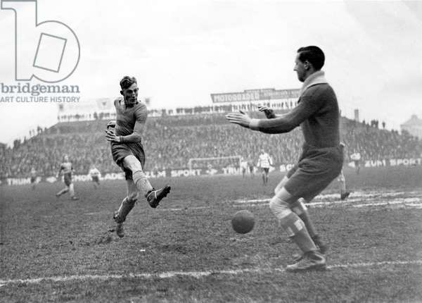 Sport, football: two footballers during a football match. Photography around 1925