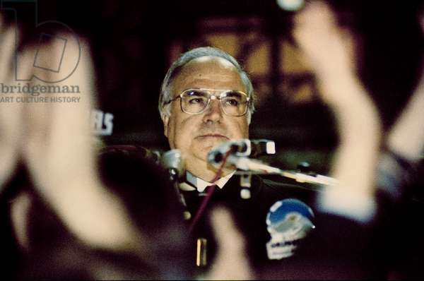 Fall of the Berlin Wall in November 1989: Chancellor Hekmut Kohl during his speech at the Schoeneberg City Hall on 10/11/1989. Berlin, Germany Fall of the Berlin Wall, Helmut Kohl speaking on 10th November, 1989, in front of the Schoeneberg city hall, Berlin, Germany, Europe Photo Norbert Michalke
