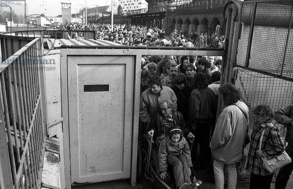 German reunification, After the fall of the Berlin Wall, Germany, 1989: free movement of inhabitants through the old checkpoint. Photography