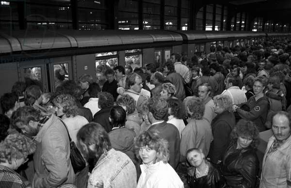 German reunification, After the fall of the Berlin Wall, Germany, 1989: free movement of people waiting for the metro on the platform
