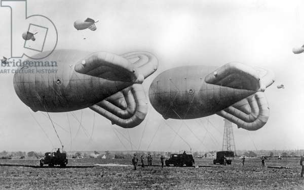 Military aviation: zeppelin of the German army. Photograph around 1916