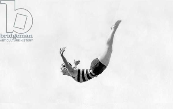 Sport, Swimming: Diving in height of a swimmer in a swimsuit.