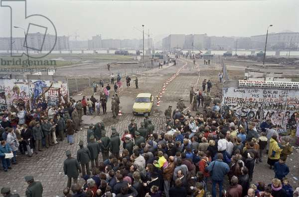 Fall of the Berlin Wall: pedestrians and cars crossing the new border crossing at Potsdamer Platz, Potsdam Square, Berlin, Germany. 1990 Fall of the Berlin wall, cars and pedestrians crossing the new border crossing at Potsdamer Platz, Potsdam Square, Berlin, Germany, EuropePhoto Norbert Michalke
