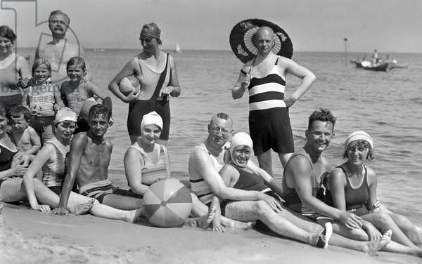 Happy photograph of a group in swimsuit on the beach by the Baltic Sea. Photography around 1927. Bathing trip to the Baltic Sea, around 1927