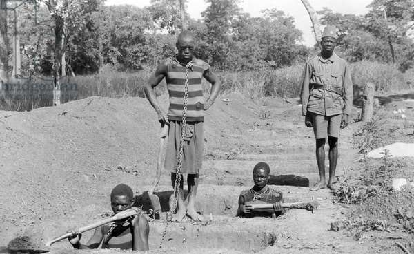 African slaves chained to work. Photography beginning 20th century