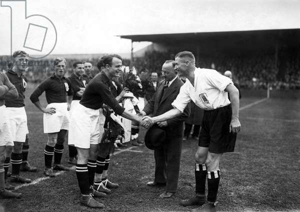 Sport, football: team of footballers during a football match. Photography around 1925