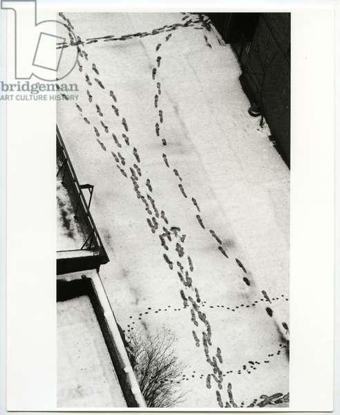 MacDougal Alley, New York, 1962 (silver gelatin print)