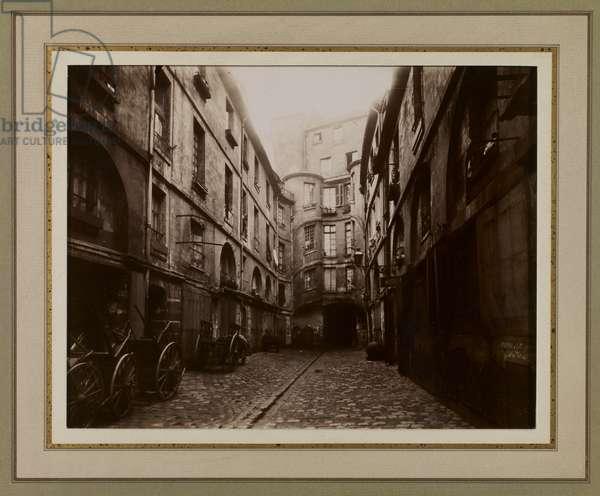 Cour du Dragon, c.1915 (b/w photo)