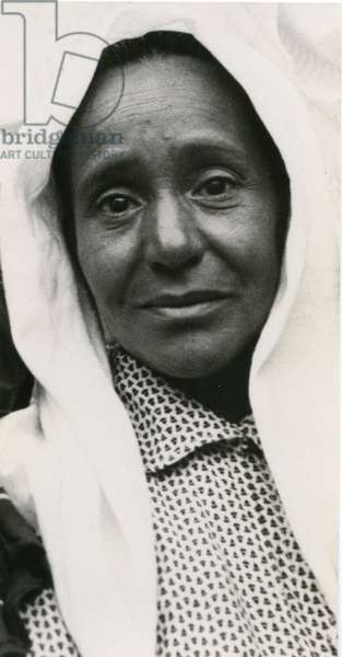 Yemenite woman, 1937 (b/w photo)