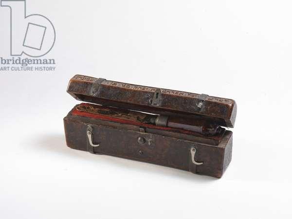 Circumciser's box and circumcision knife, 1663 (wood, amber & metal)