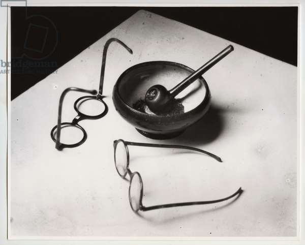 Mondrian's glasses and pipe, Paris, 1925 (silver gelatin print)