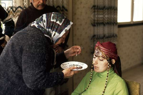 Preparation of the bride according to Afghan tradition, 1979 (photo)