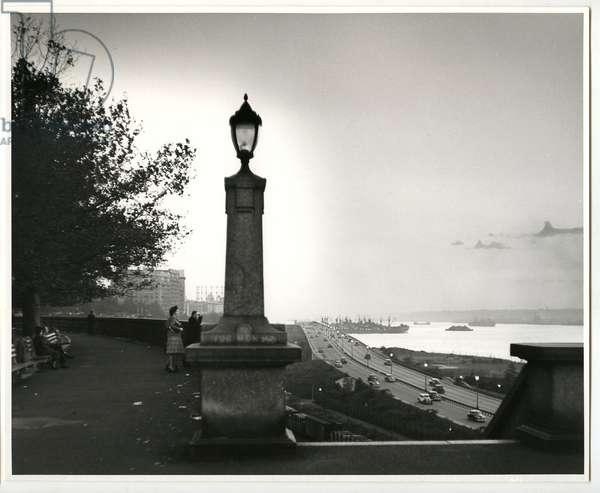 Riverside Drive, New York, 1944 (silver gelatin print)