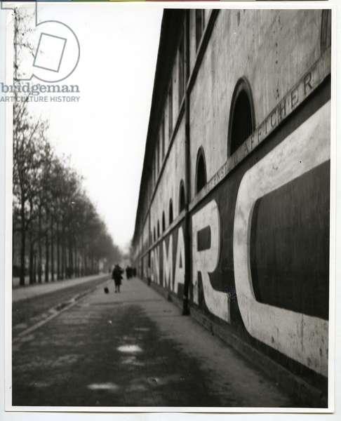 Boulevard des Invalides, Paris, 1926 (silver gelatin print)
