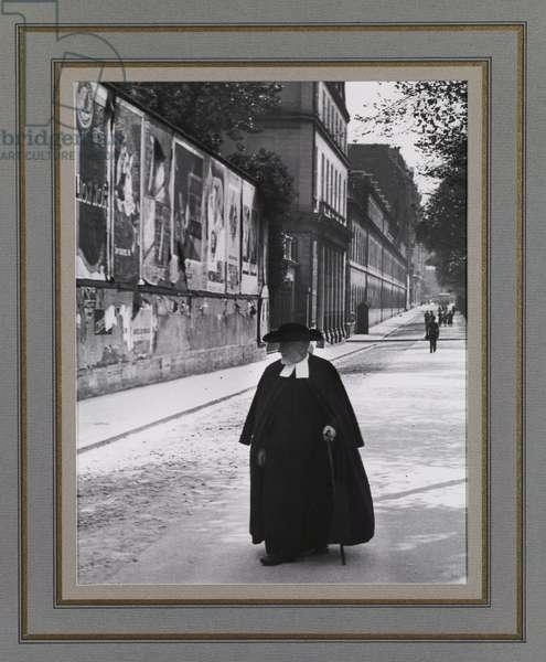 Boulevard des Invalides, 1927 (gelatin silver print)