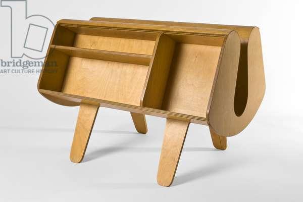 Isokon Penguin Donkey bookcase, 1939 (molded birch plywood)