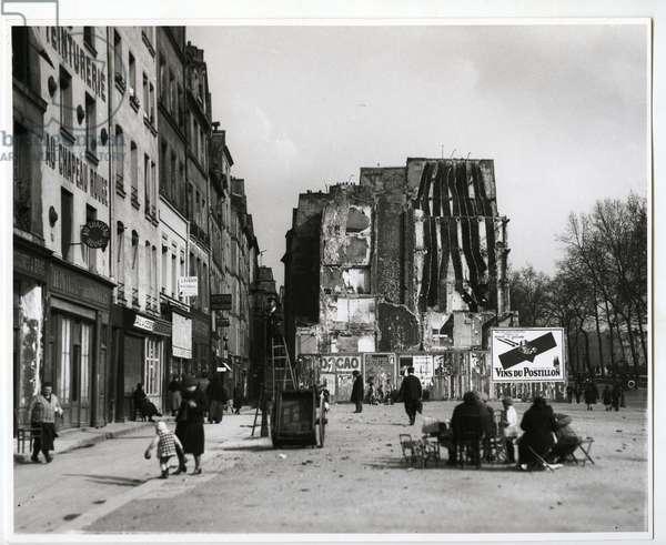 Near Notre Dame, Paris, 1926 (silver gelatin print)