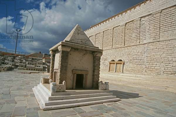 Model reconstruction of the Prophetess Huldah's Tomb in Jerusalem in 66 AD (photo)