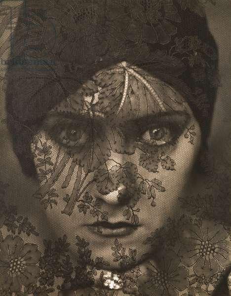 Gloria Swanson, New York, 1924 (toned silver gelatin print)