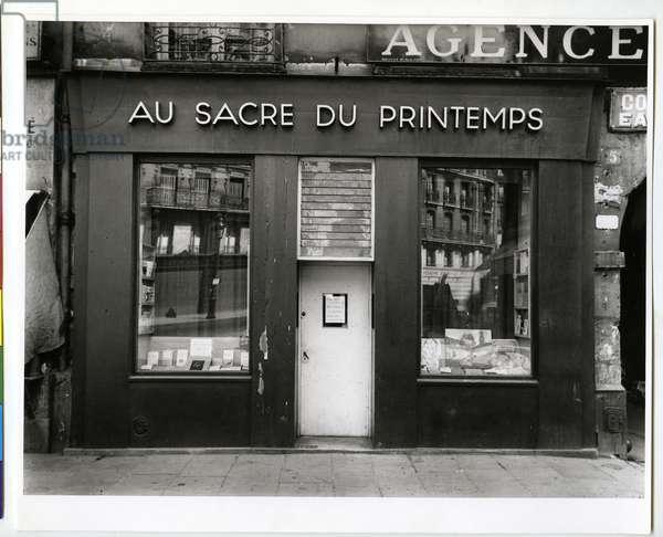 Au Sacre du Printemps, Paris, 1927 (silver gelatin print)