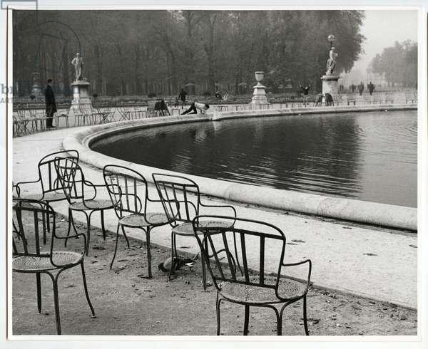 The large pond in the Jardin des Tuileries, Paris, 1963 (silver gelatin print)