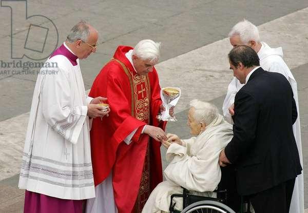 Joseph Ratzinger et Frere Roger