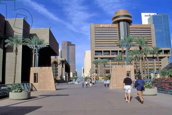 Adam Street a Phoenix