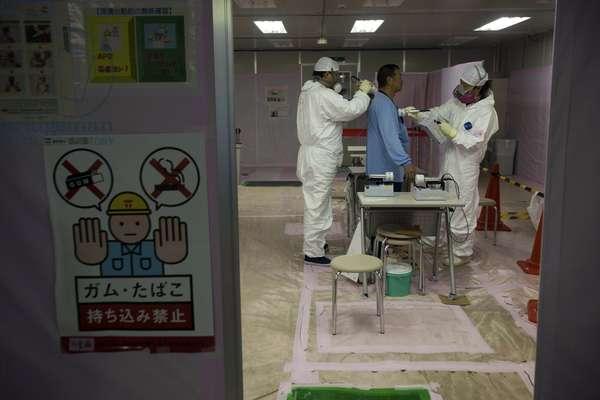 Tests de radioactivite a Fukushima