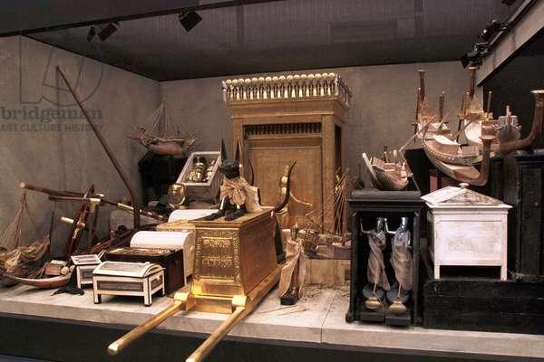 The treasor of the tomb of Tutankhamun