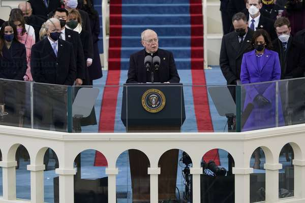 Father Leo ODonovan delivers the invocation as President-elect Joe Biden (photo, 2021)