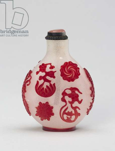 Snuff Bottle with Various Free-Floating Flower Heads and Fruits, 1750-1830 (glass, red overlay on snowstorm ground)