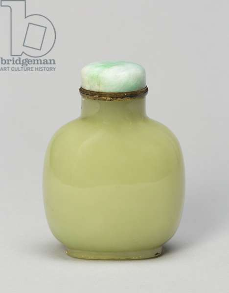 Rounded Square-Shaped Snuff Bottle, 1750-1820 (yellow jade)