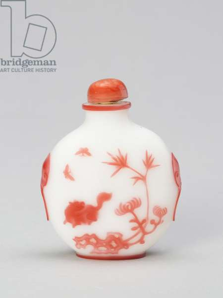 Snuff Bottle with a Cat and Two Butterflies near Bamboo, Rockwork, and Chrysanthemum, from Yangzhou, 1800-1900 (glass, pink overlay on opaque white ground)