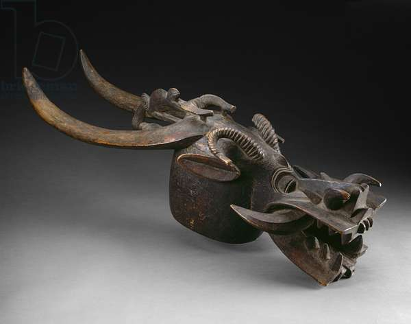 Mask (Kponyungo), mid 19th-mid 20th century (wood & applied colour)