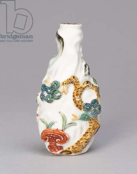Snuff Bottle with Pine, Bamboo, Prunus, Lingzhi Mushroom, and Bat, 1790-1820 (porcelain painted in overglaze enamels)