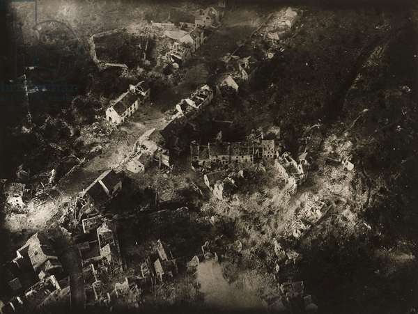 Untitled (Aerial view of ruined town, Vaux), 1918-19 (gelatin silver print)
