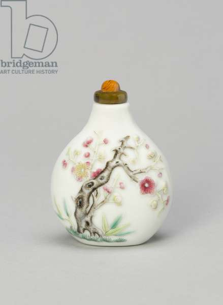 Snuff Bottle with Prunus, Bamboo, and Pine, Daoguang reign mark, 1820-50 (porcelain painted in overglaze enamels)