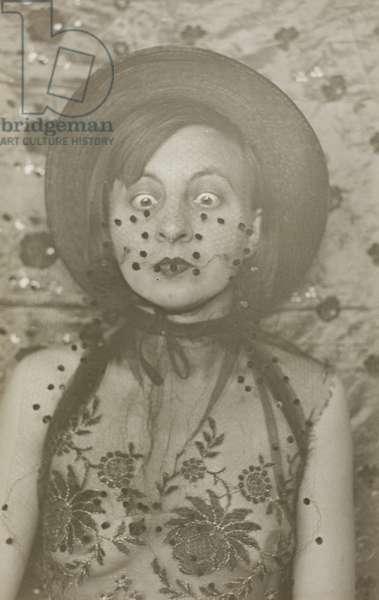 Masked Self Portrait, 39A, Dessau (Maskenselbstportrait, 39A, Dessau), 1930 (gelatin silver print)